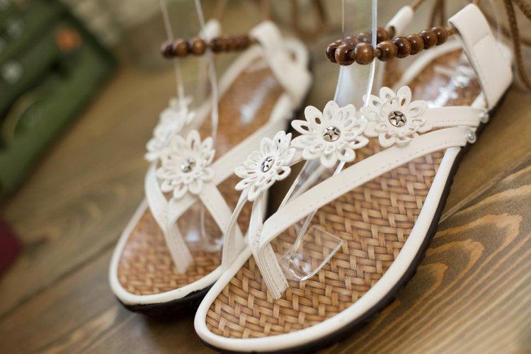 蘑菇街夏季防滑孕妇护士女凉鞋系带学生休闲鞋串珠夹趾平底鞋女鞋